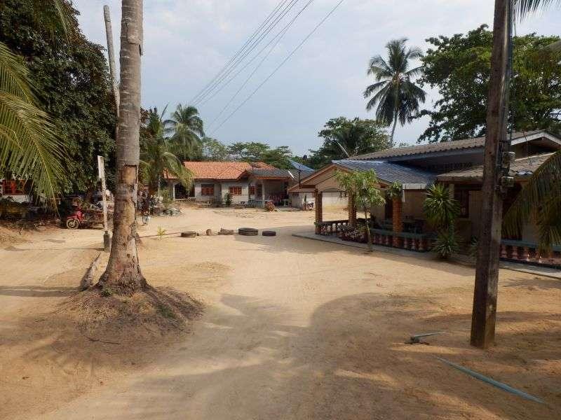 durch ein kleines Dorf